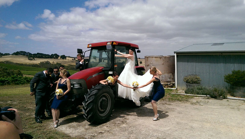 wedding-with-tractor-and-bridal-party
